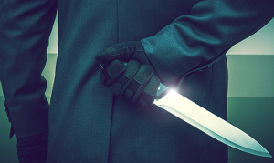 agent-47-with-a-knife